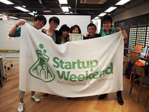山田良明さん(左から2番目)とチームメイト
